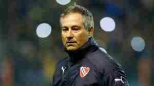 Claudio Vivas volvió a destrozar a Ariel Holan, ex DT de Independiente.