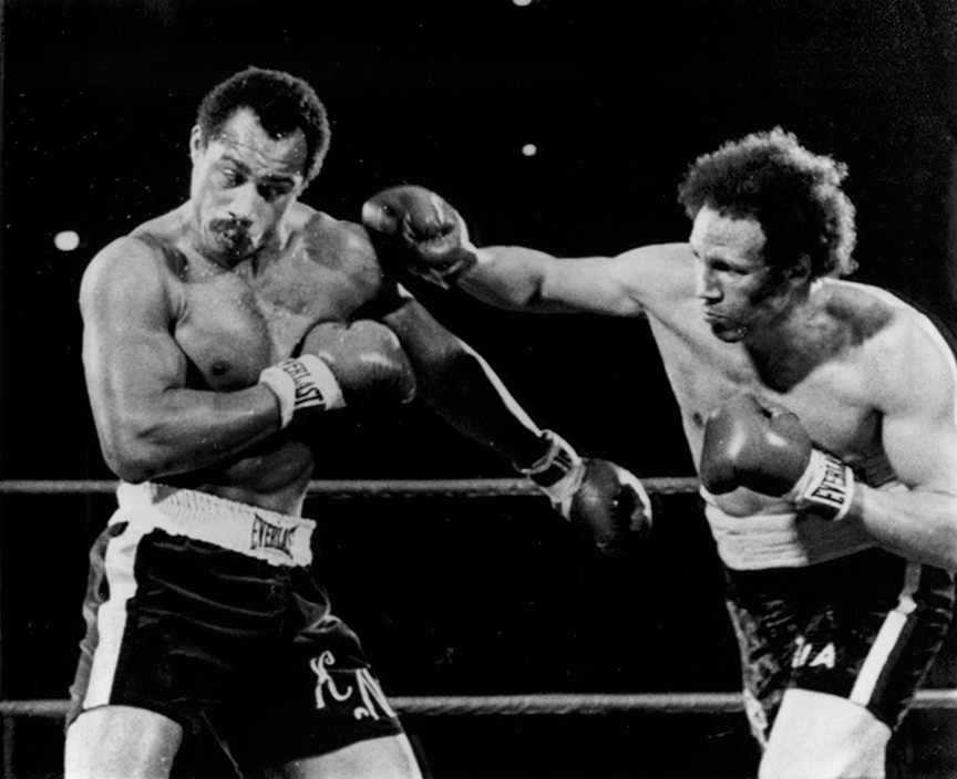 Pedro Lovell a punto de golpear a Ken Norton
