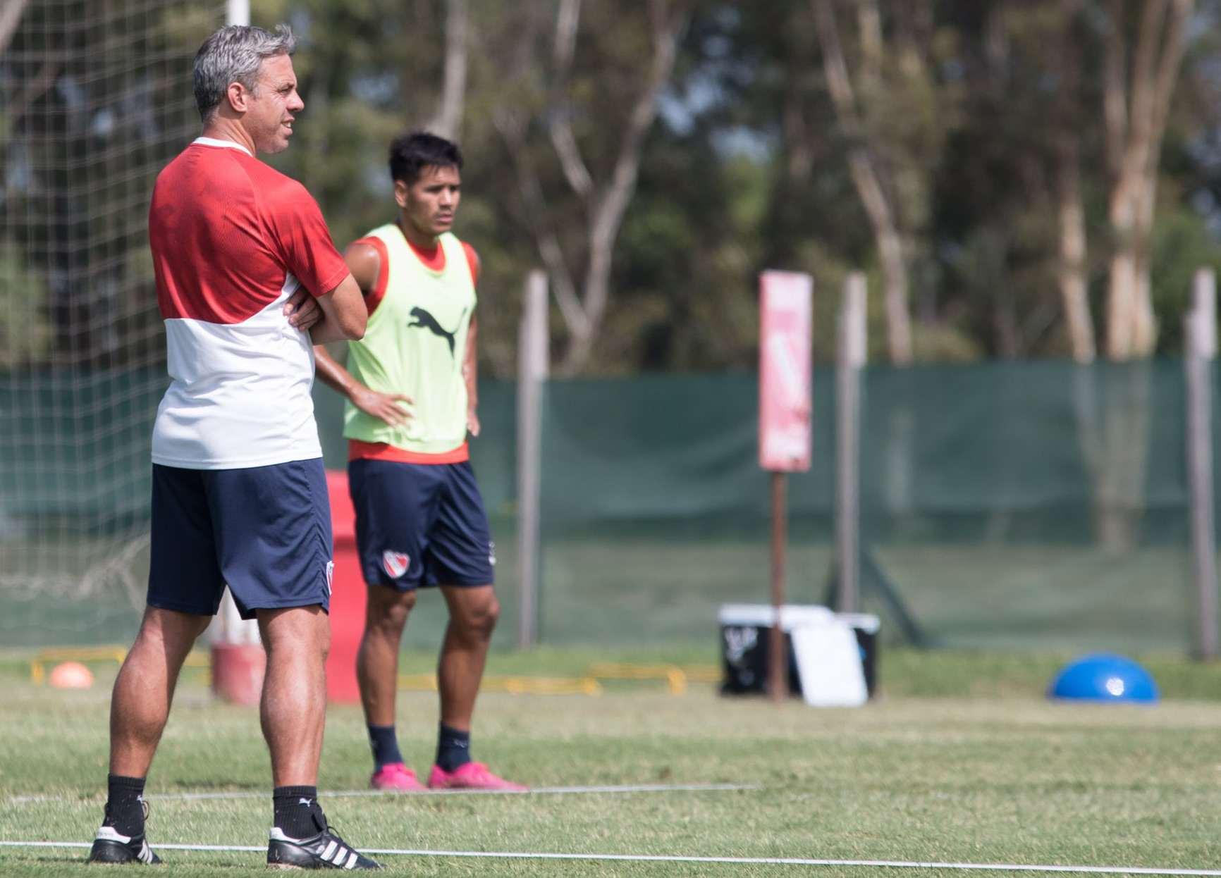 Lucas Pusineri al frente de la práctica