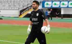 Martín Campaña, titular en la Selección de Uruguay.