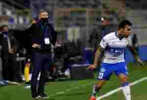 Ariel Holan fue salvado por dos argentinos en el final