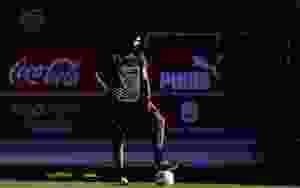 Alexander Barboza es seguido de cerca por un grande de Paraguay