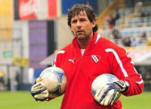 Así juegan los equipos de Dabove: uno de los apuntados por Independiente
