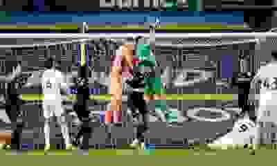 El Dibu Martínez sigue en un gran nivel en la Premier League