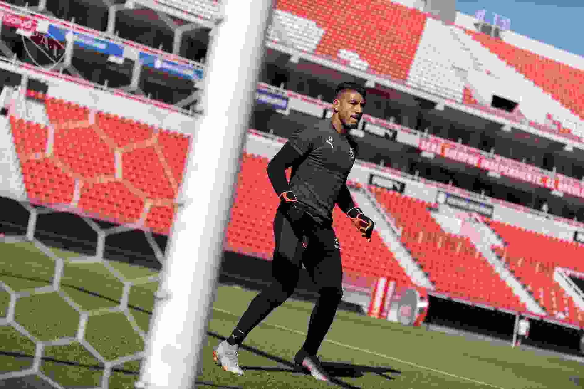 Milton Álvarez arregló su continuidad en Independiente