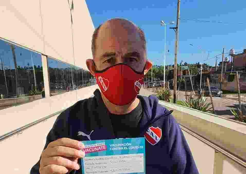Celebra todo Independiente: Bochini se vacunó contra el coronavirus