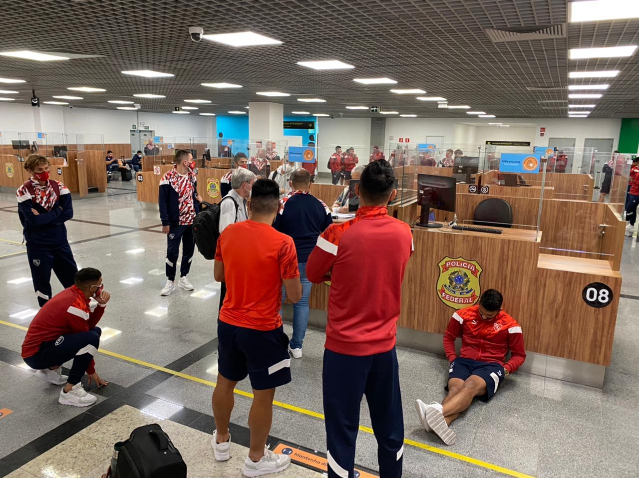 El plantel de Independiente quedó varado mas de cinco horas en un aeropuerto