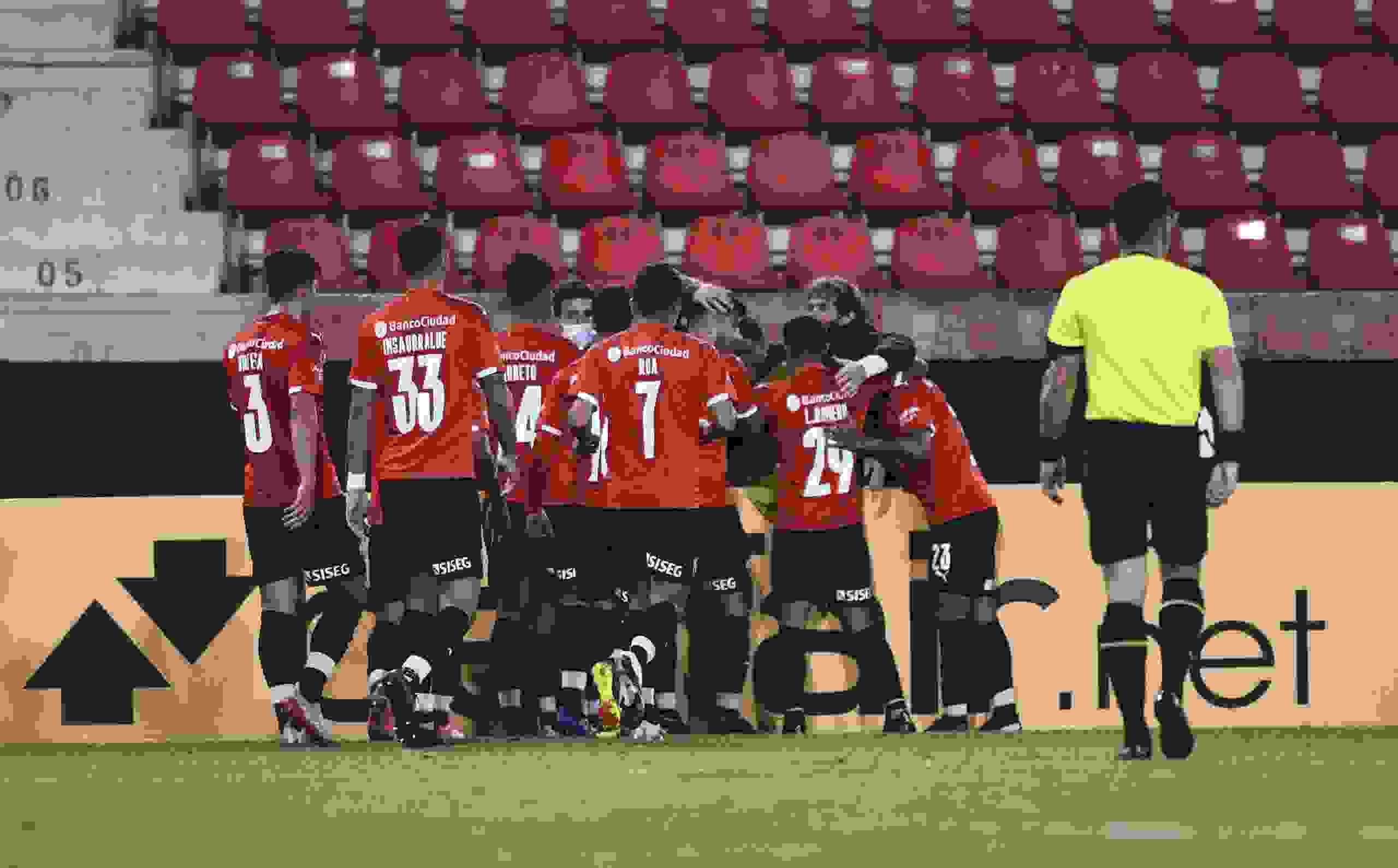 El futbolista de Independiente que terminó el partido con una molestia