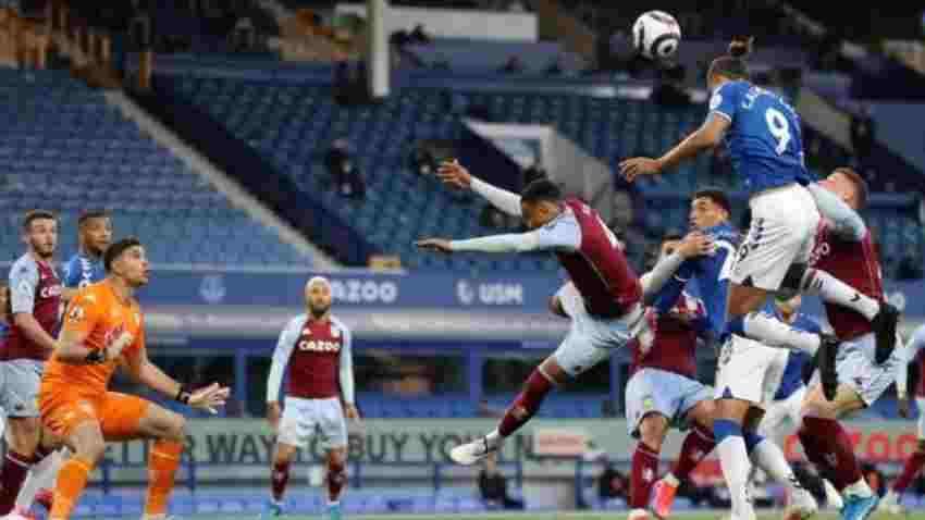 En Inglaterra criticaron al Dibu Martínez por un gol del Everton