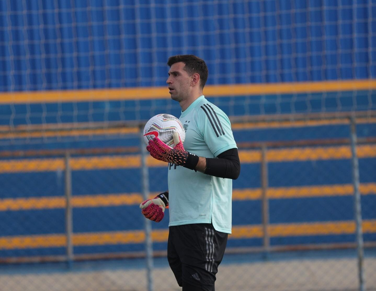 El Dibu Martínez no estará disponible en este partido de la selección argentina