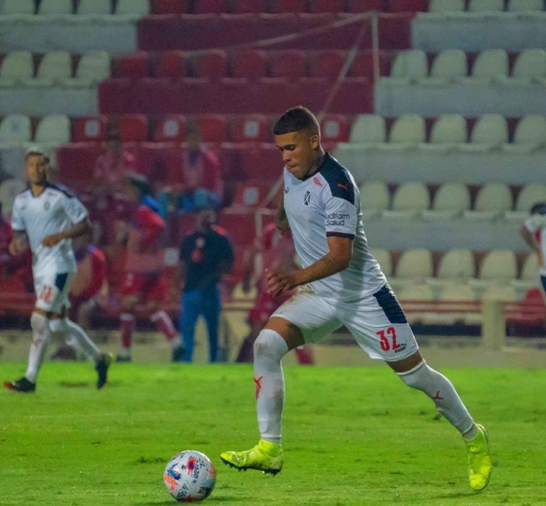 Ayrton Costa es pretendido por Azconzabal para reforzar a Unión de Santa Fe.