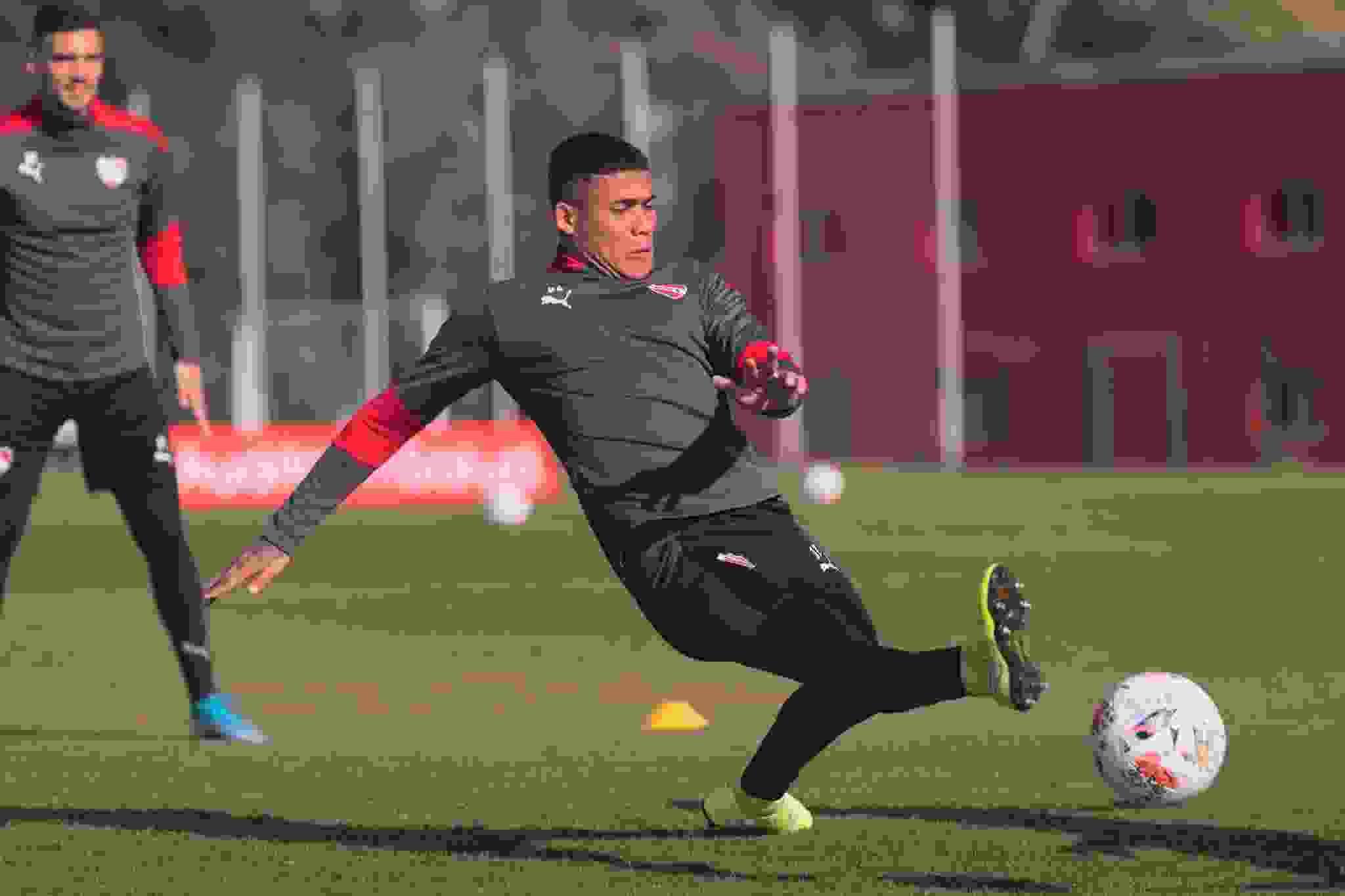 Ayrton Costa, defensor central del Club Atlético Independiente, es seguido de cerca por Unión de Santa Fe.