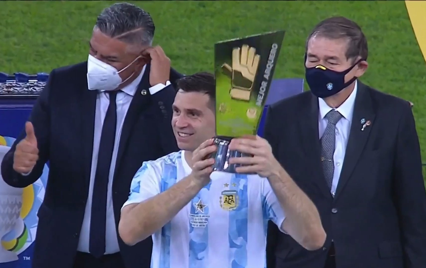 Enorme: Dibu Martínez fue elegido el mejor arquero de la Copa América