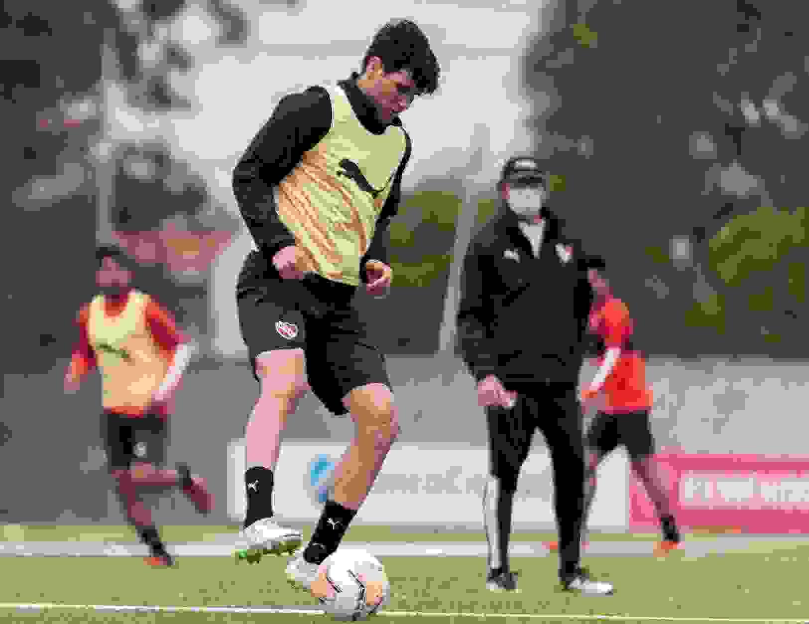 Ezequiel Muñoz volvió a trabajar a la par del grupo y Falcioni podrá contar con él en algunas semanas.