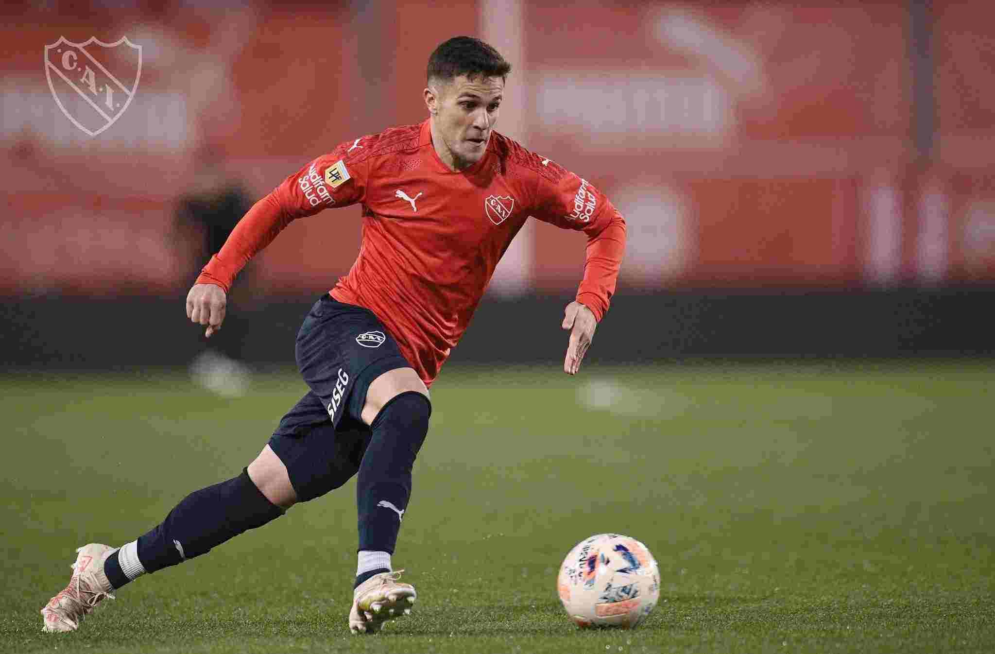 Fabricio Bustos no jugó un buen partido en el empate entre Independiente y Argentinos Juniors.