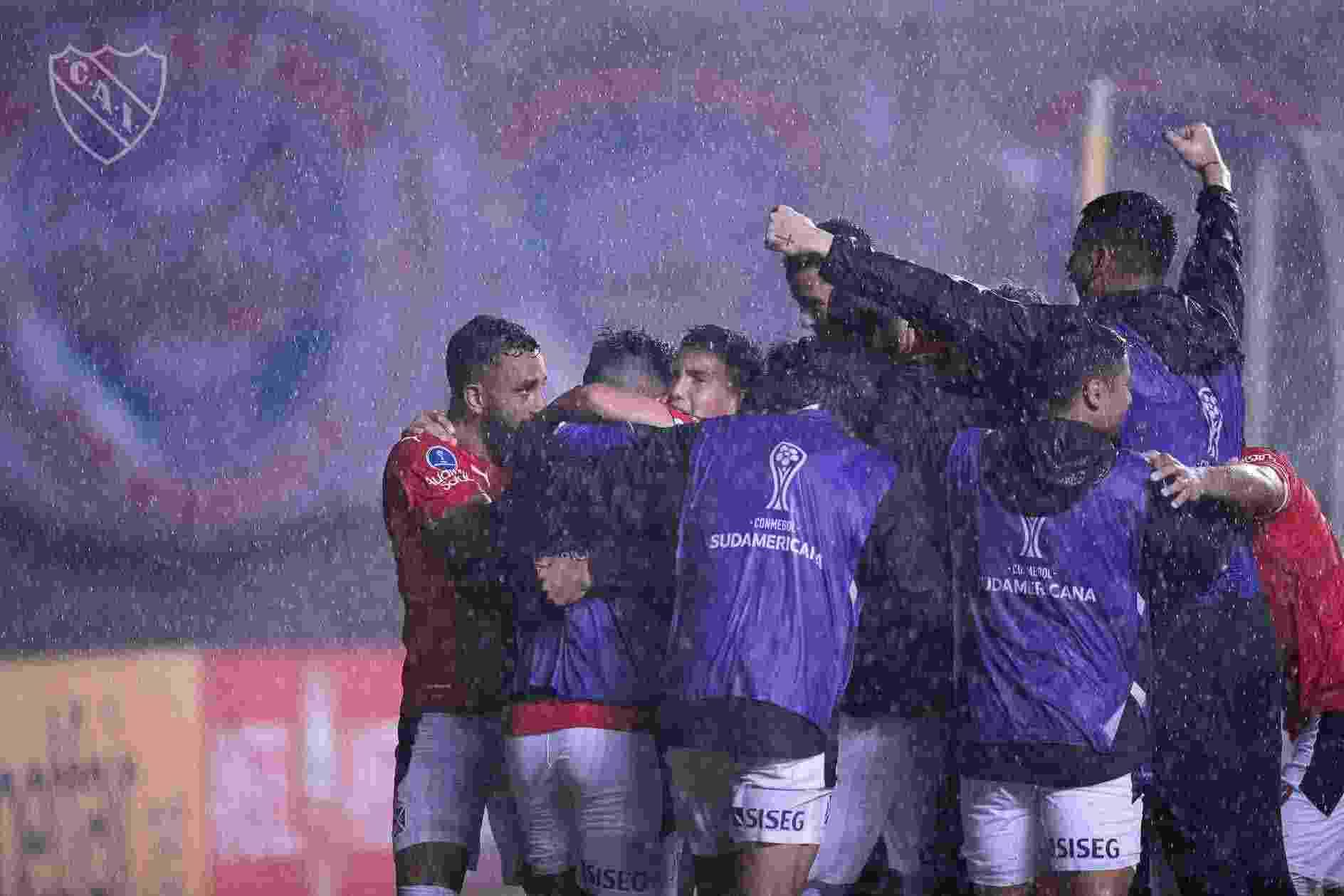 El plantel de Independiente deberá prepararse muy bien para disputar tantos partidos en poco tiempo.