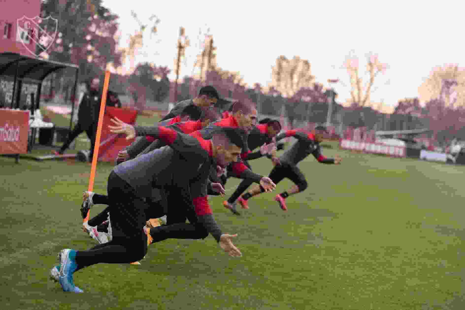 El plantel de Independiente está listo para viajar a Brasil y enfrentar a Santos.