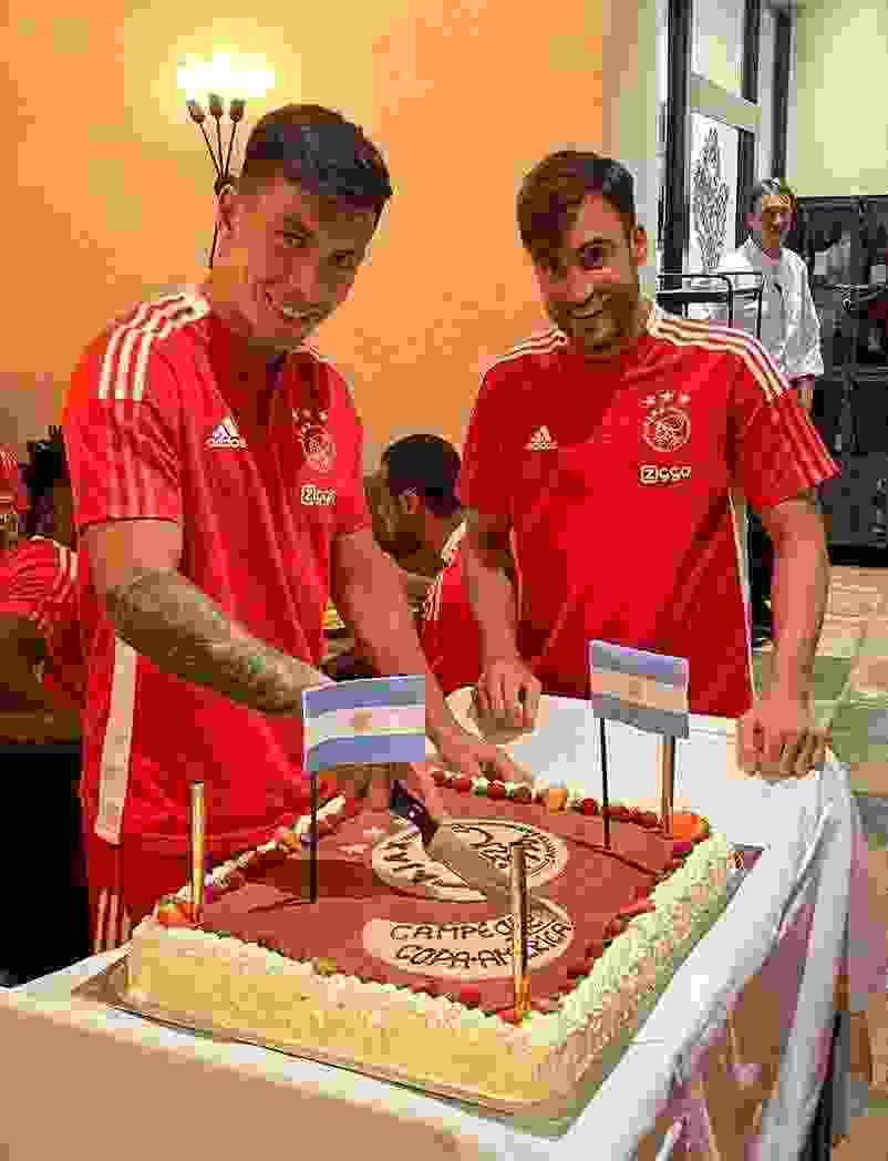 Nicolás Tagliafico y Lisandro Martínez recibieron el presente que les dio el Ajax.