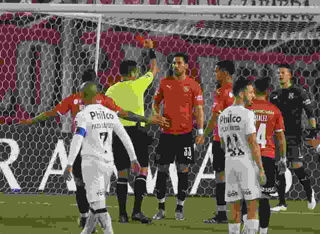 Salió a la luz el audio del VAR que hizo expulsar a Insaurralde vs Santos
