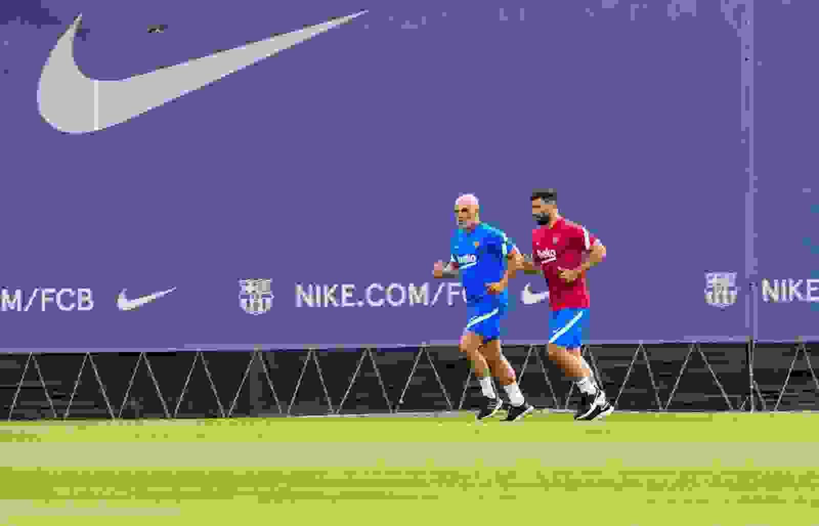 El Kun Agüero se está poniendo a punto en Barcelona mientras que Bochini habló del regreso a Independiente.