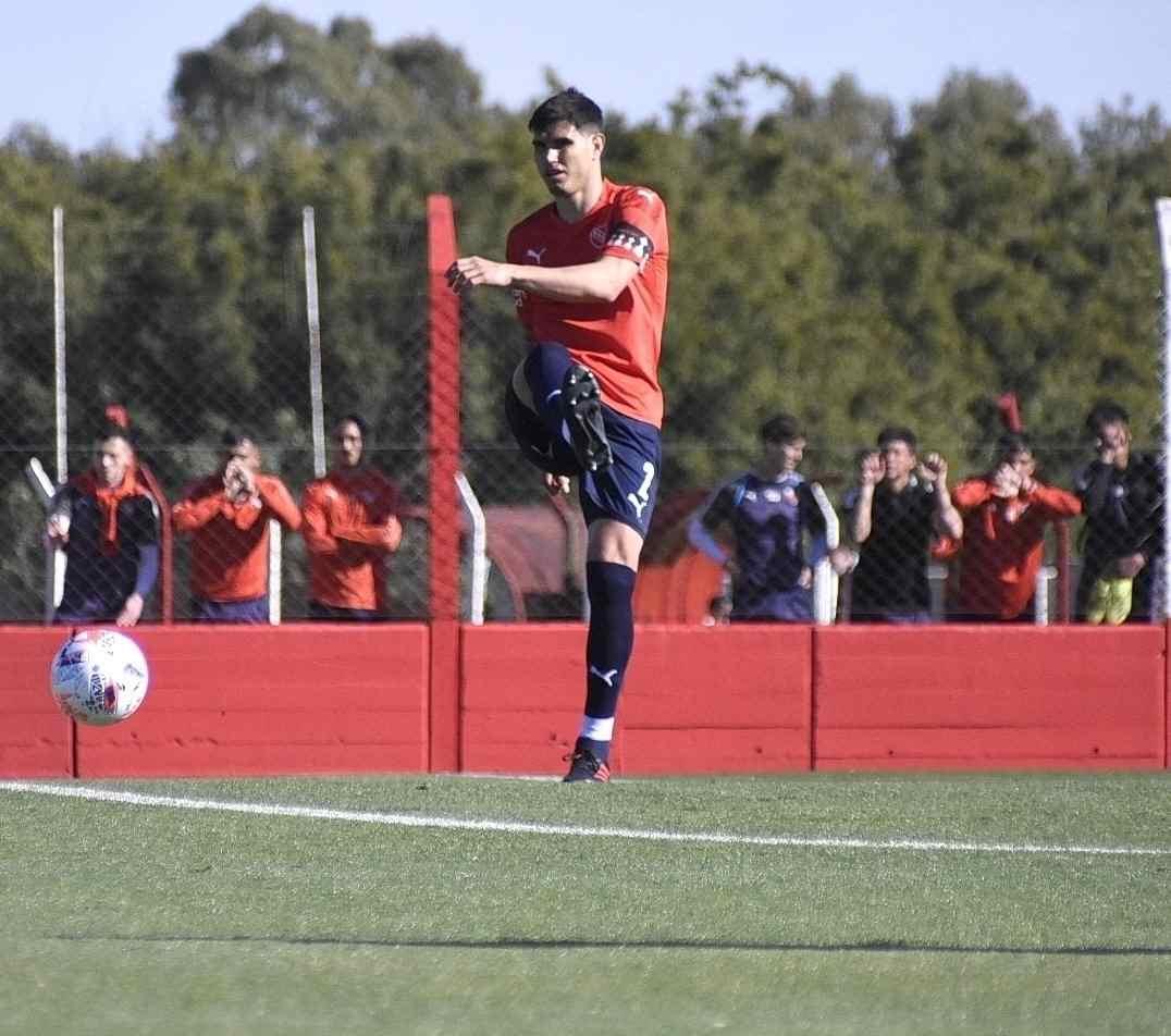 Ezequiel Muñoz, defensor de Independiente, volvió a entrenarse a la par del grupo y pronto estará a disposición nuevamente.