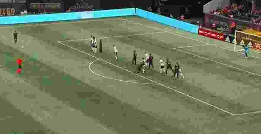 Tremendo gol de tiro libre de Esequiel Barco en la MLS