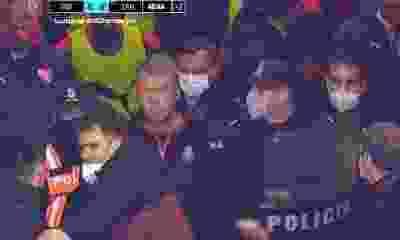 ¡Intervino la policía!: Forcejeos y máxima tensión en el final del primer tiempo entre Independiente y Lanús