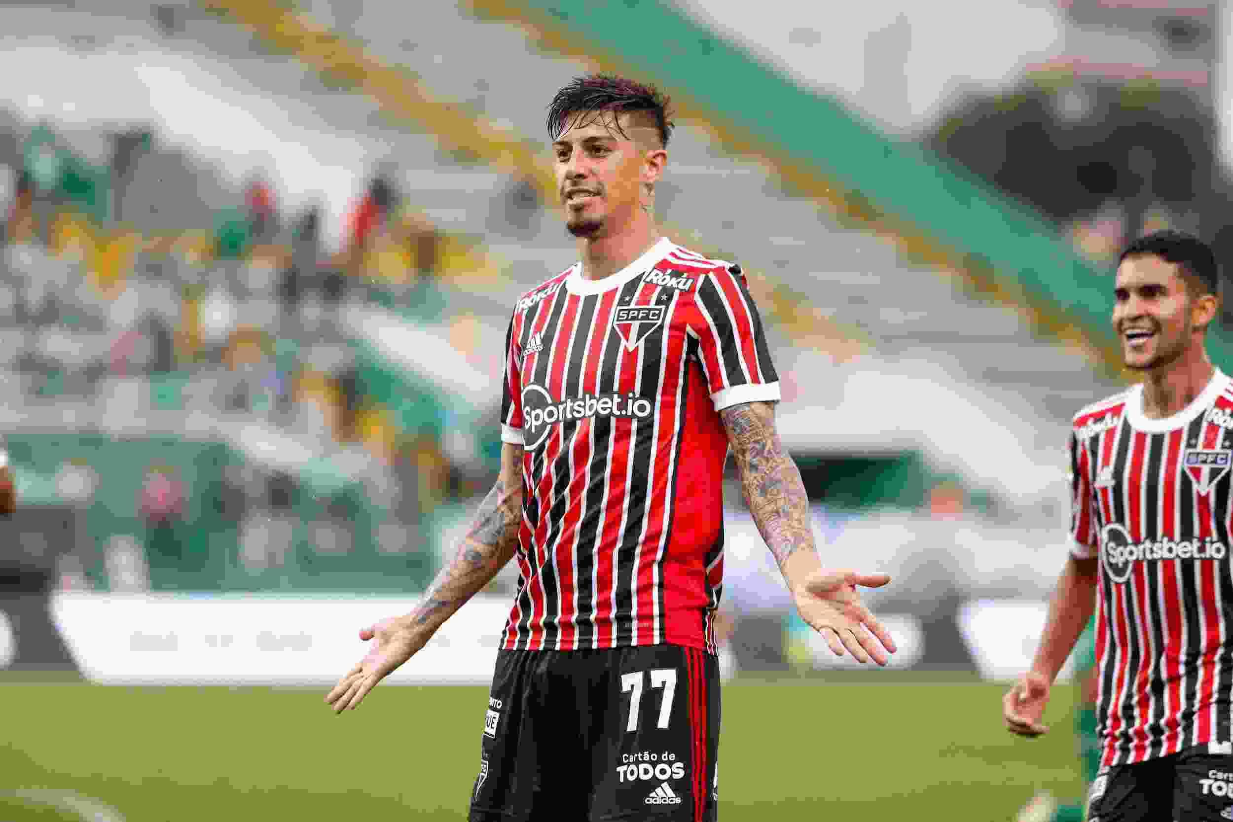 Duro momento para Emiliano Rigoni