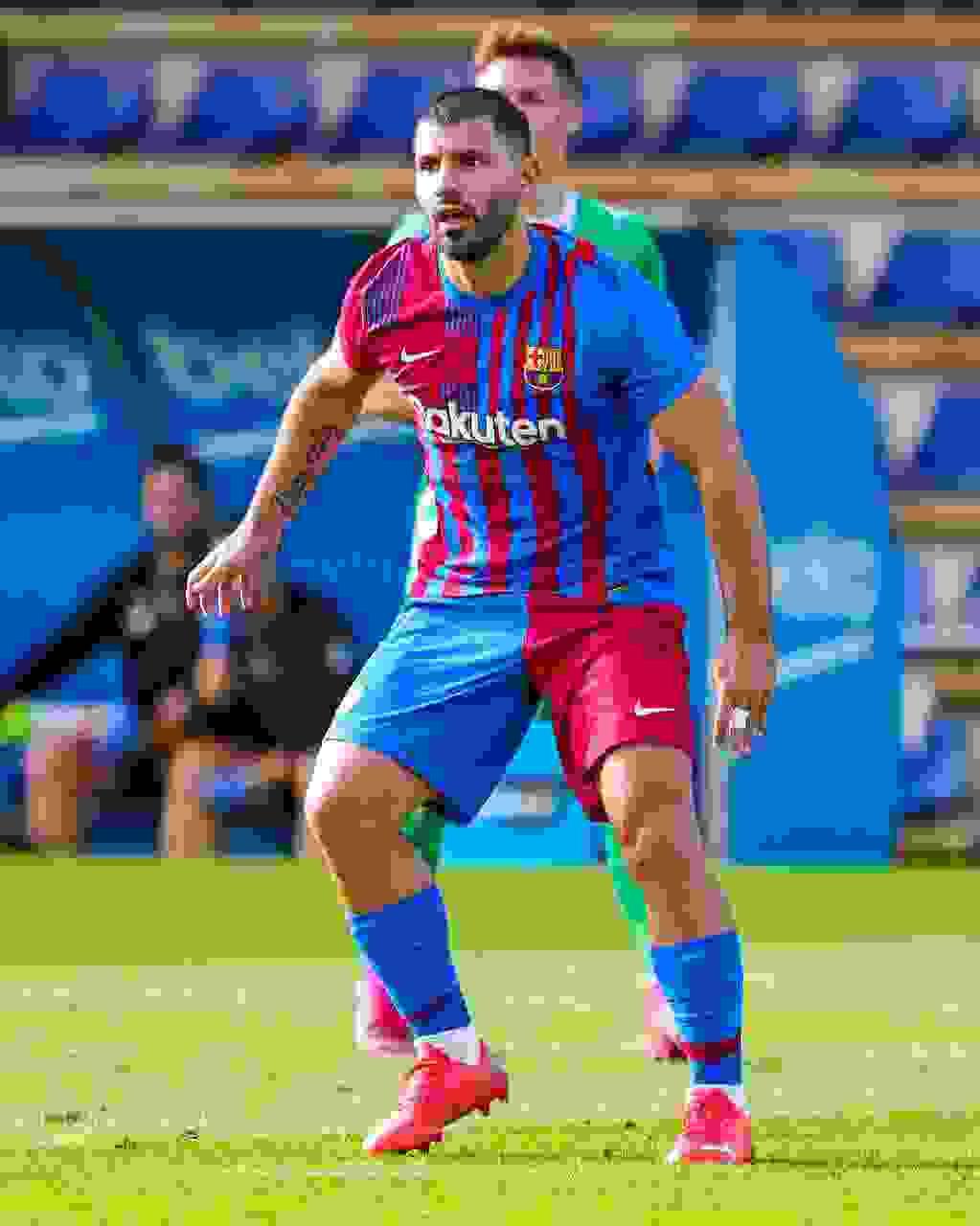 El Kun Agüero tuvo su estreno con su nueva camiseta y logró anotar un tanto en la media hora que estuvo en la cancha.