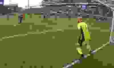 El increíble gol de penal que convirtió un ex Independiente